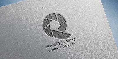 Q Photography Logo